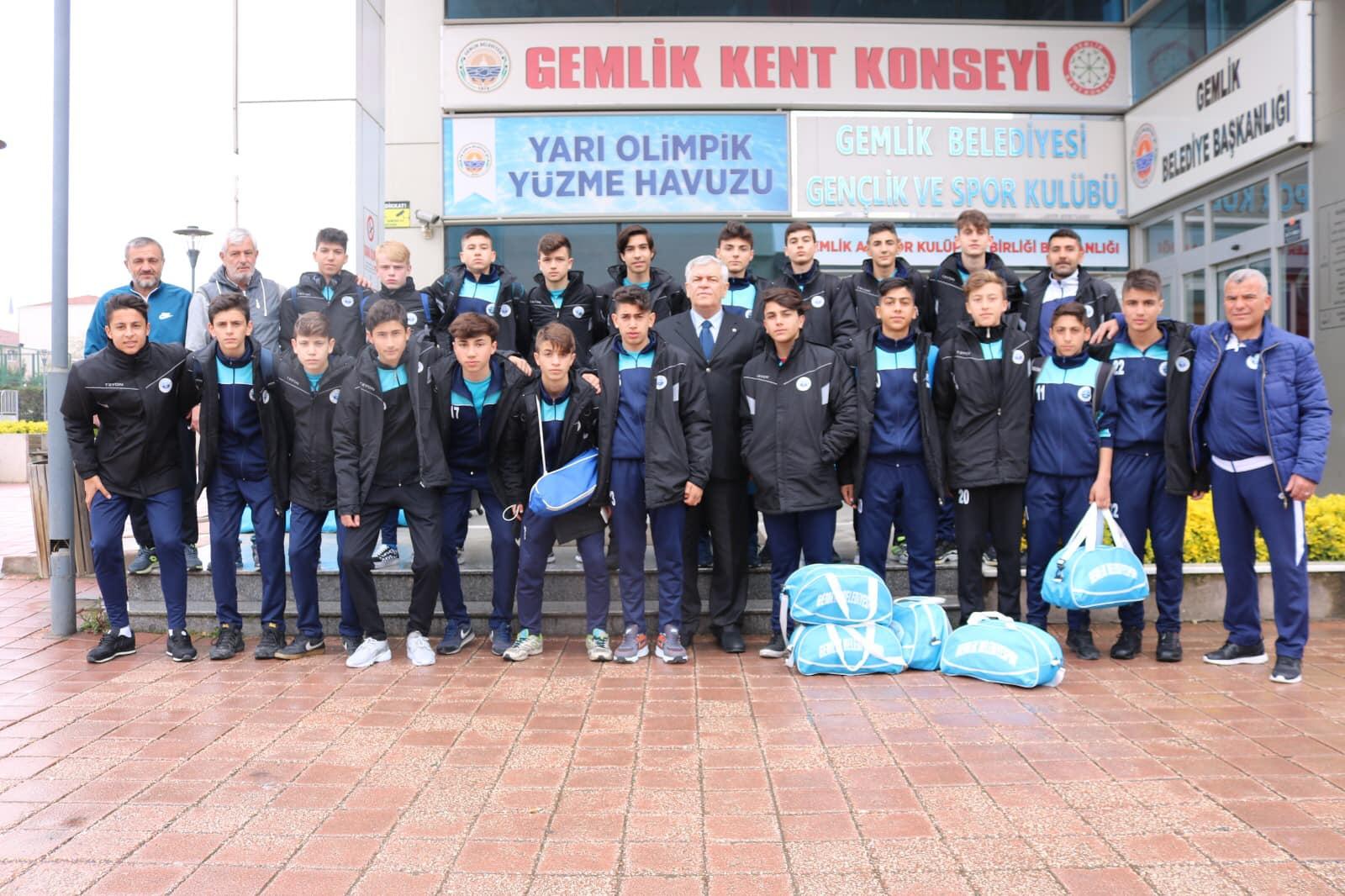 201904151456_şampiyon-gemlikbelediyespor-(2).jpg