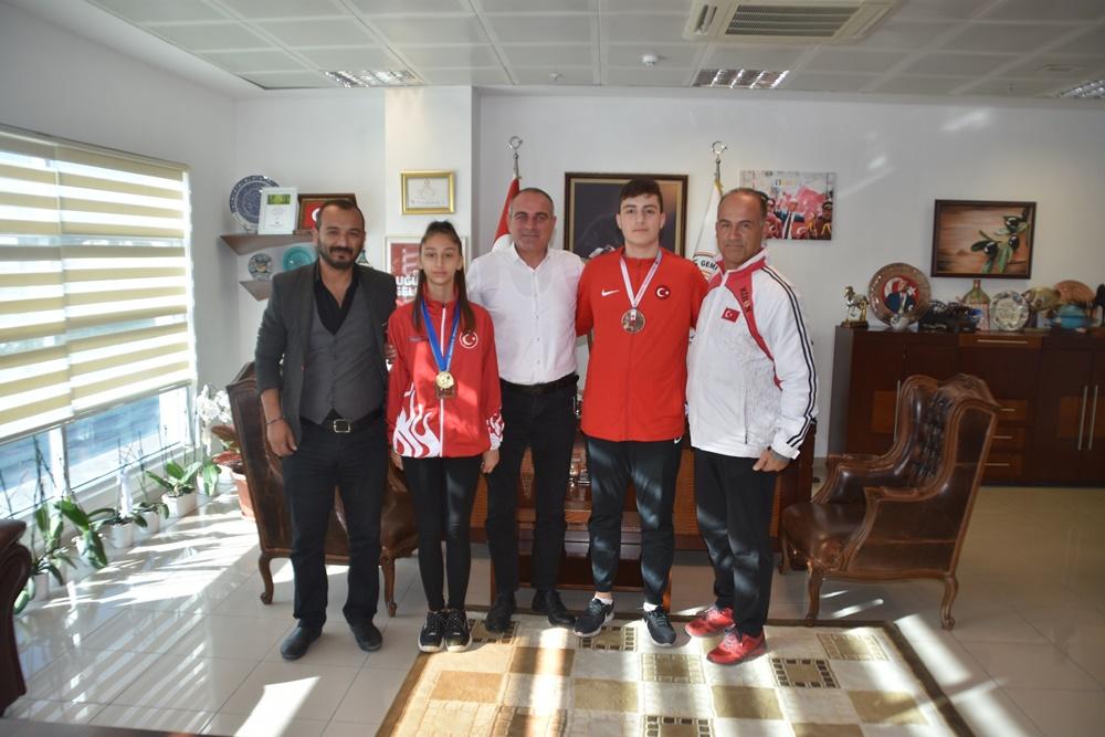 201911181055_başkan-sertaslan-şampiyon-sporcuları-kutladı--(4).jpg