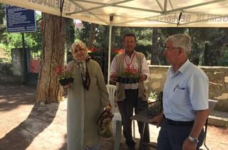 Gemlik Belediyesi'nden Yüzlerce Çiçek Kabirlere Dikilecek