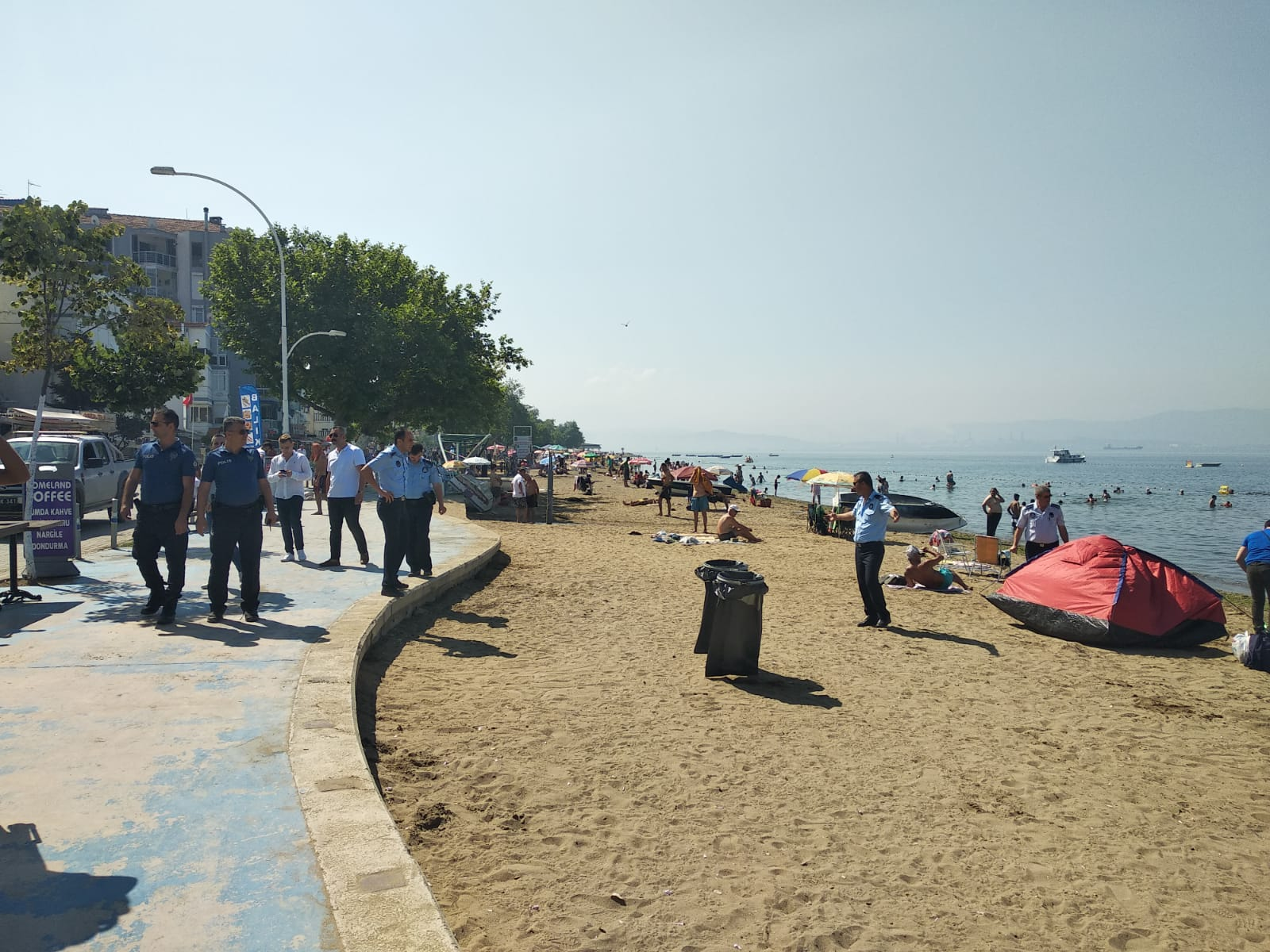 Gemlik Belediyesi sahillerde düzeni sağlıyor