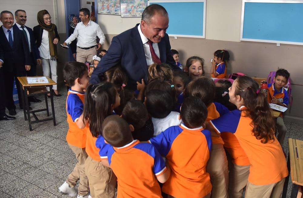 201909100907_sertaslan-okulları-ziyaret-etti-(4).jpg