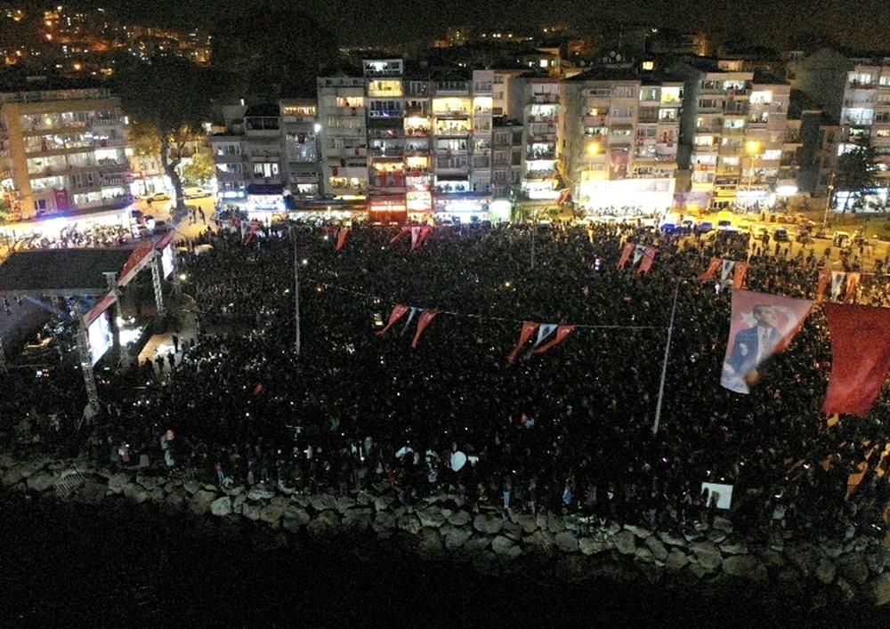 201910301035_gemlik'te-cumhuriyet-coşkusu-(1).jpeg