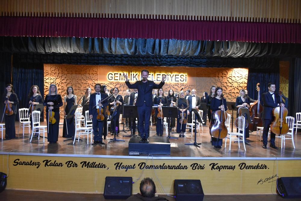 202002231243_gemlik'te-ilk-kez-senfoni-orkestrası-sahne-aldı-(1).jpg