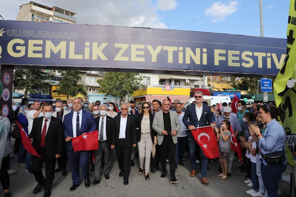 202109132343_gemlik'te-zeytin-festivali-coşkusu-(4).jpg